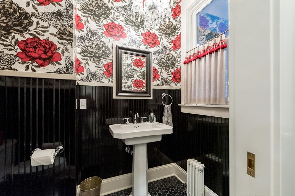 renovated and updated 1894 Queen Anne Victorian luxury homes
