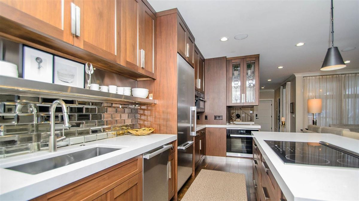 Luxury real estate  luxurious condominium in kerrytown