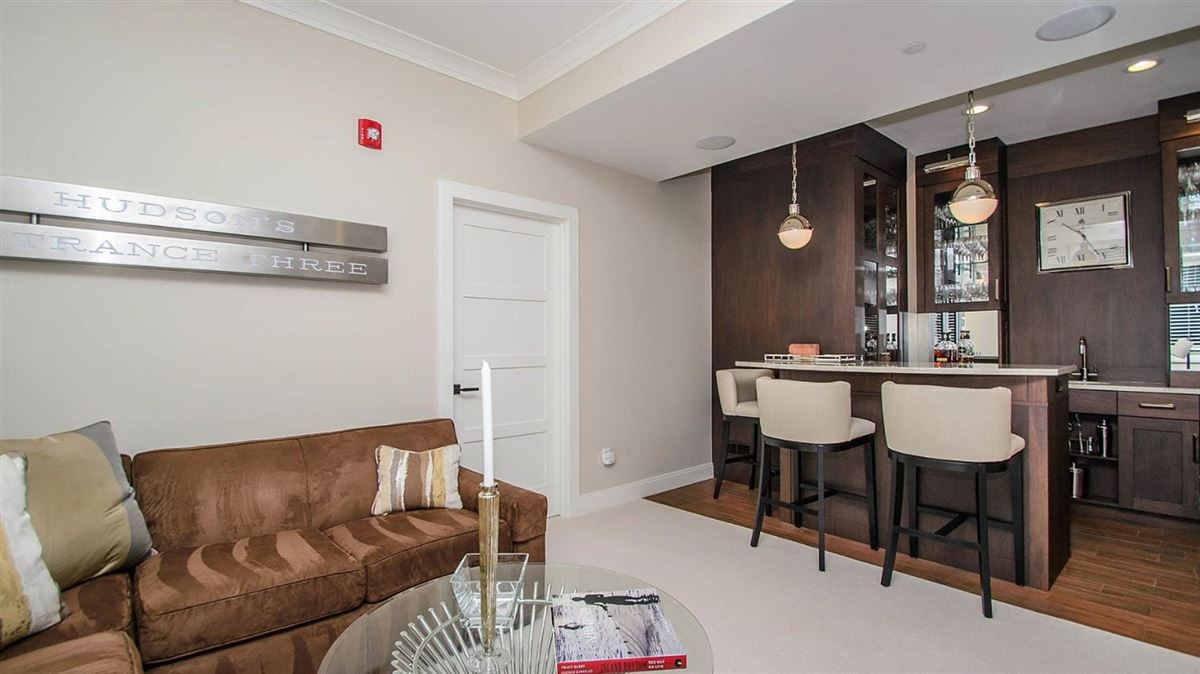 Luxury homes  luxurious condominium in kerrytown
