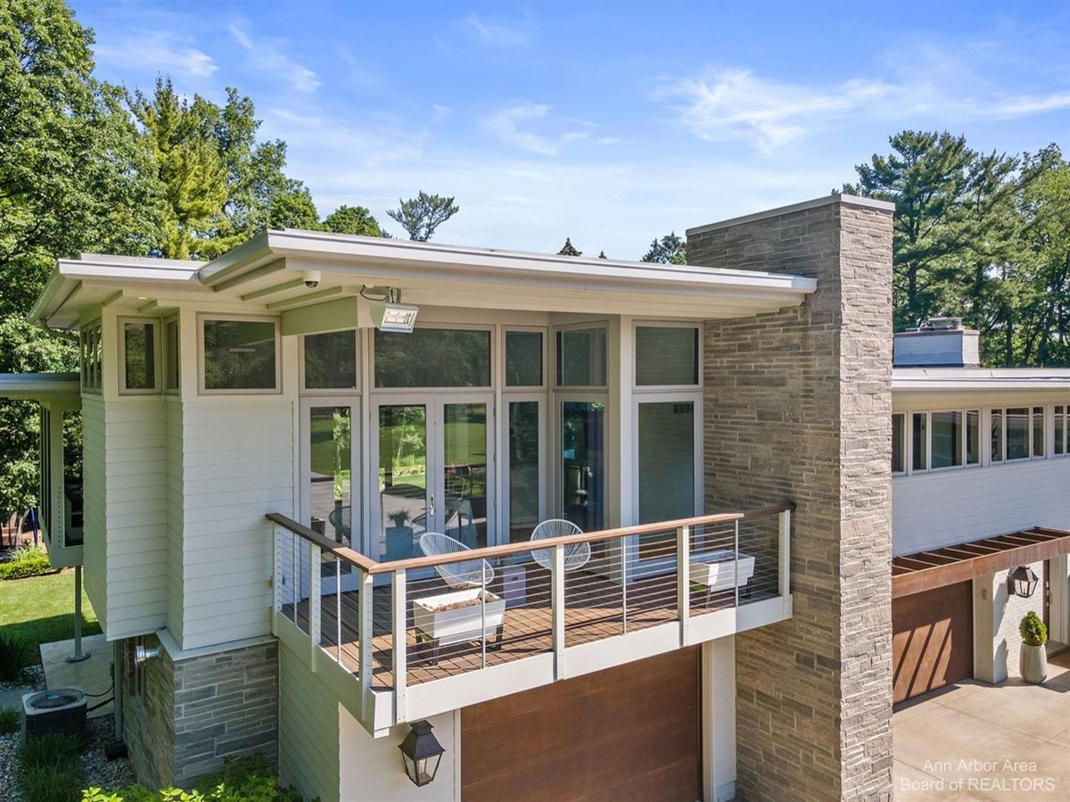 Luxury homes in Timeless Mid-Century luxury home on two private acres