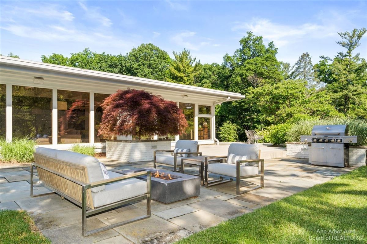 Timeless Mid-Century luxury home on two private acres luxury properties