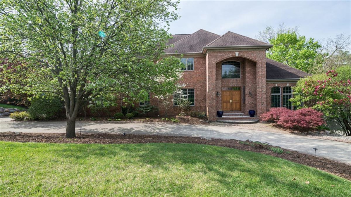 Mansions in a stunning executive brick home