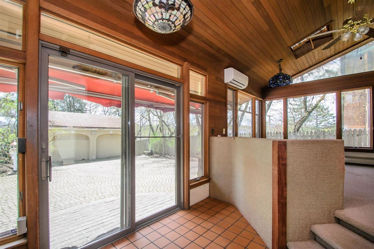 Luxury real estate turn-of-the-20th-century home
