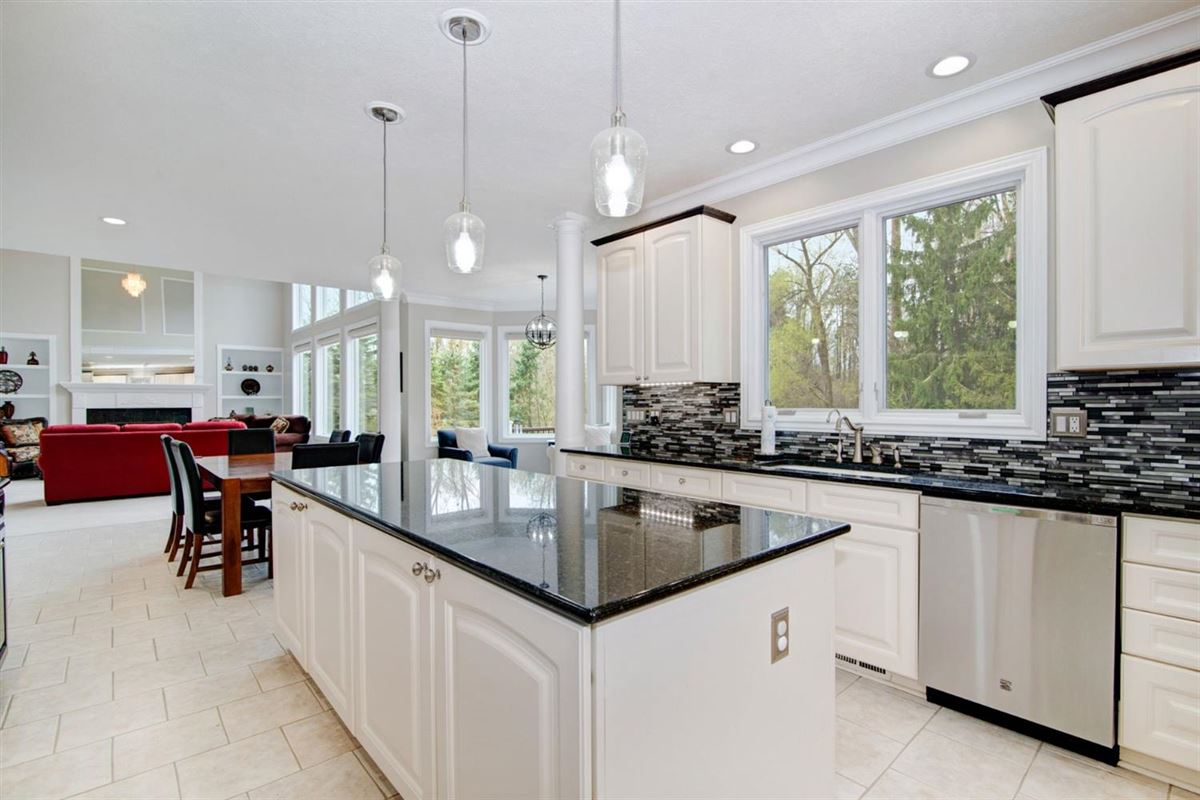 Luxury homes in gorgeous executive property in Whitehills Woods