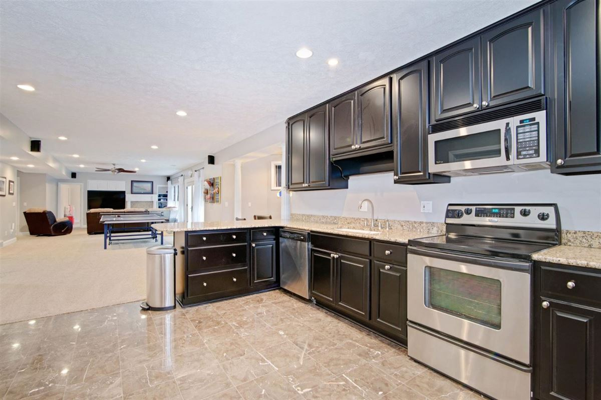Luxury real estate gorgeous executive property in Whitehills Woods