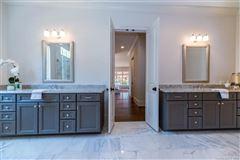 Luxury properties Fabulous custom new construction