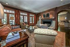 Impressive Home Has a Sweeping Front Lawn luxury properties