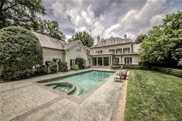 Luxury homes Impressive Home Has a Sweeping Front Lawn