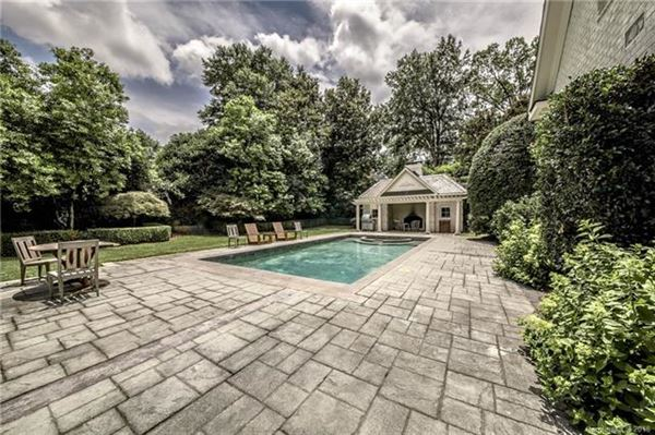 Impressive Home Has a Sweeping Front Lawn luxury homes