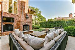 Luxury homes modern transitional design with refined elegance