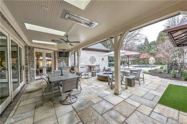 Mansions Elegant home on private half acre lot