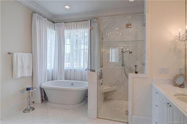 Mansions in elegant custom-built residence