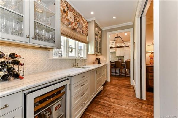 gorgeous five bedroom with circular drive luxury real estate