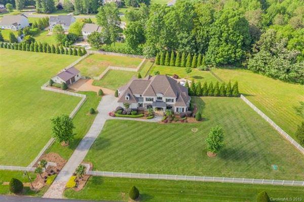 Luxury real estate Incredible Equestrian Estate