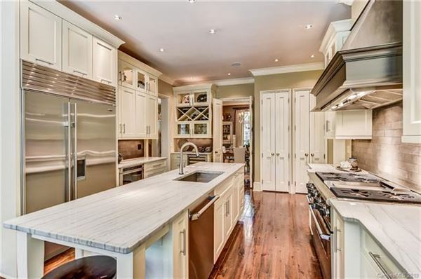 Luxury real estate Spectacular home in eastover