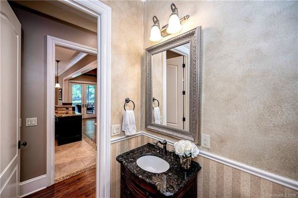 Mansions Stunning home in gated community