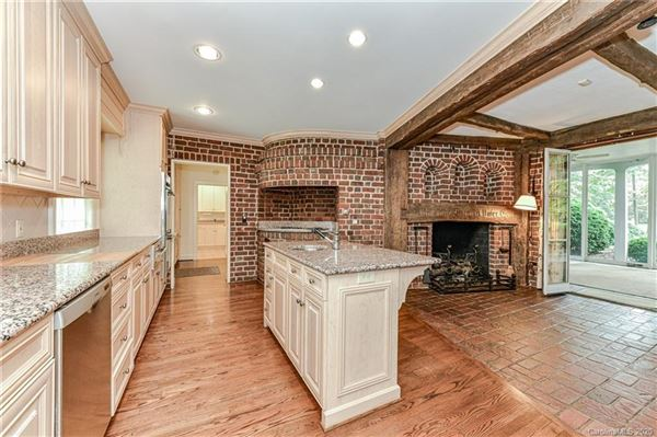 Luxury homes in unique estate on nearly 20 acres in Greenwood