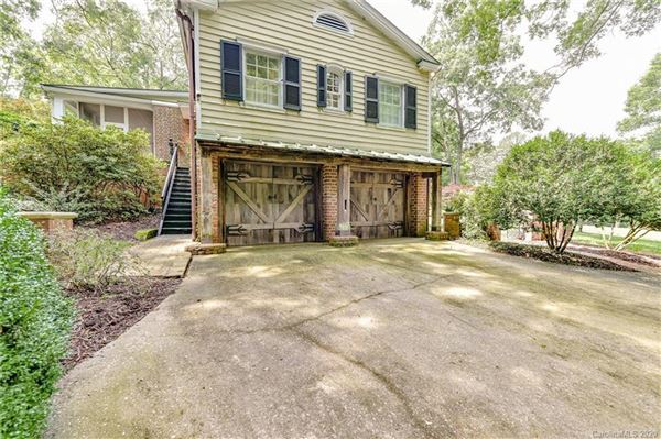 Mansions in unique estate on nearly 20 acres in Greenwood