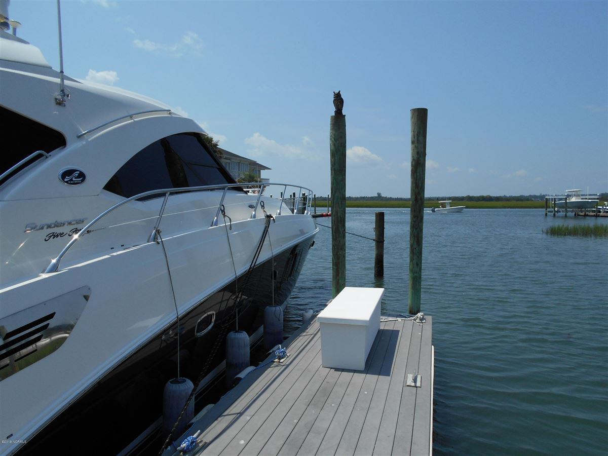 Mansions in A true boaters paradise