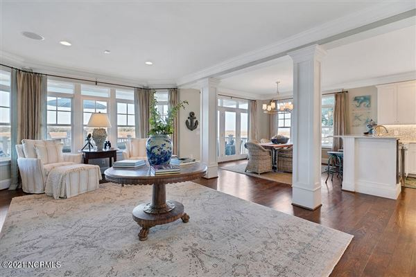 Luxury properties Spectacular waterfront home on Pelican Drive