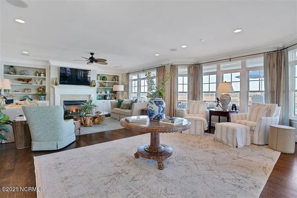 Spectacular waterfront home on Pelican Drive luxury properties