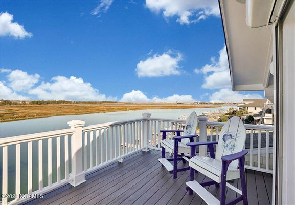 Luxury real estate Spectacular waterfront home on Pelican Drive