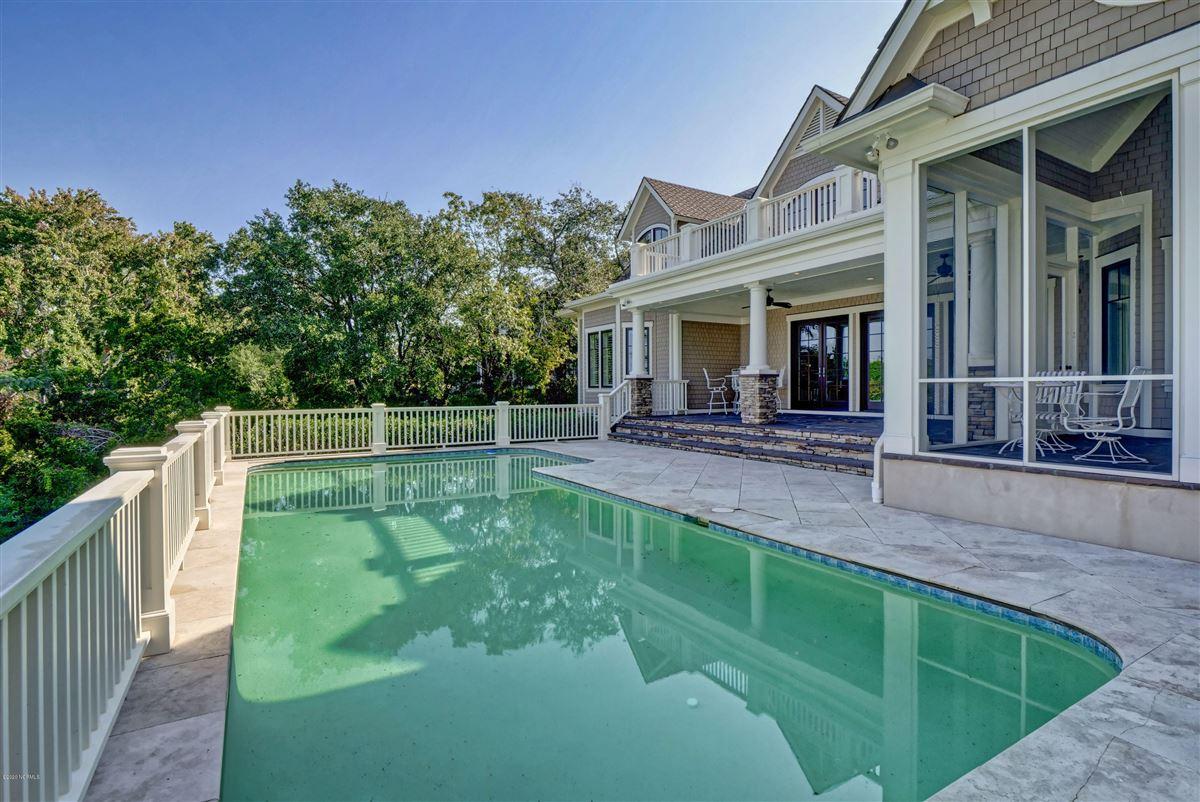 property overlooking Landfalls pristine tidal Howe Creek luxury properties
