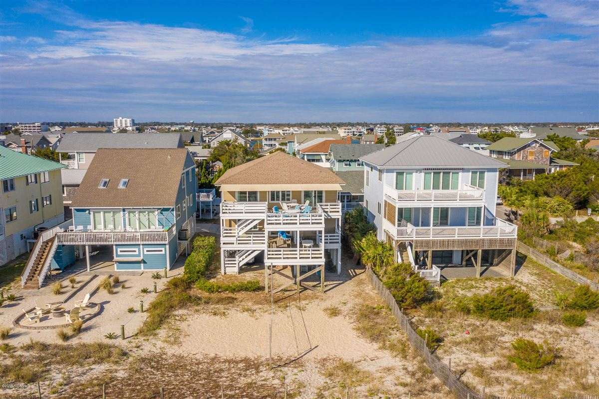 Mansions in six bedroom oceanfront home