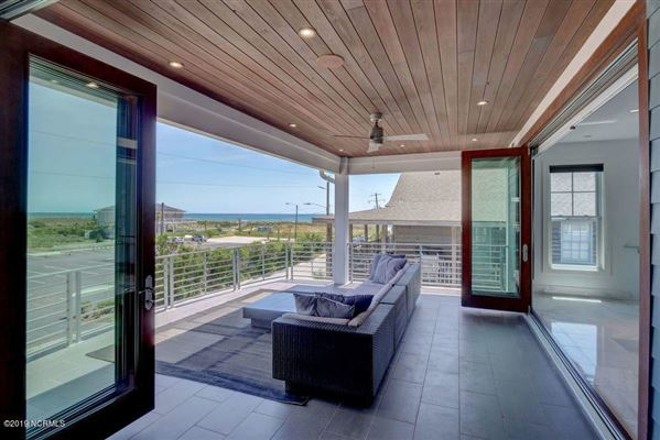 Luxury homes Classic, clean contemporary home