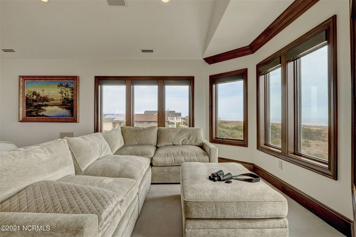Spectacular oceanfront home luxury properties