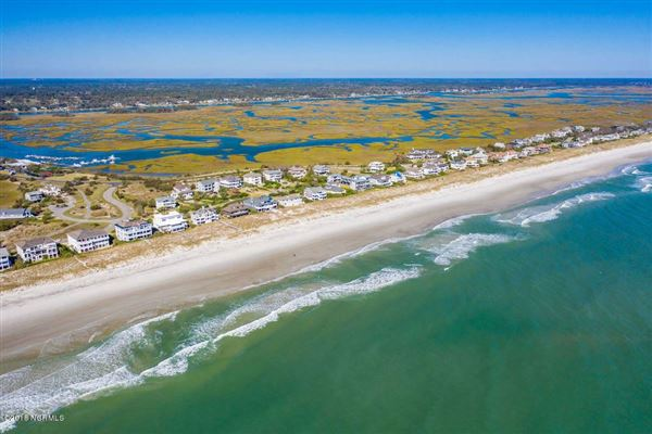 Luxury homes exquisite home on Figure Eight Island