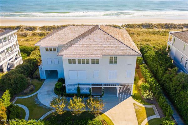 Luxury real estate exquisite home on Figure Eight Island