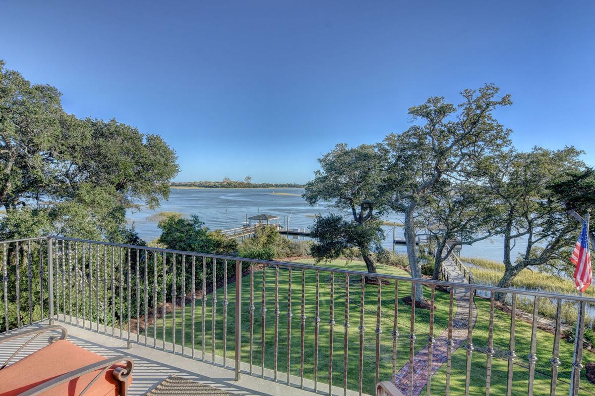 Spectacular Bradley Creek Point Residence luxury properties