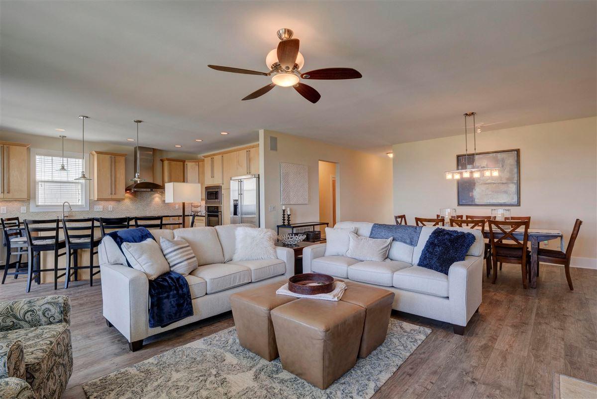 beautiful luxury, oceanfront condo luxury properties