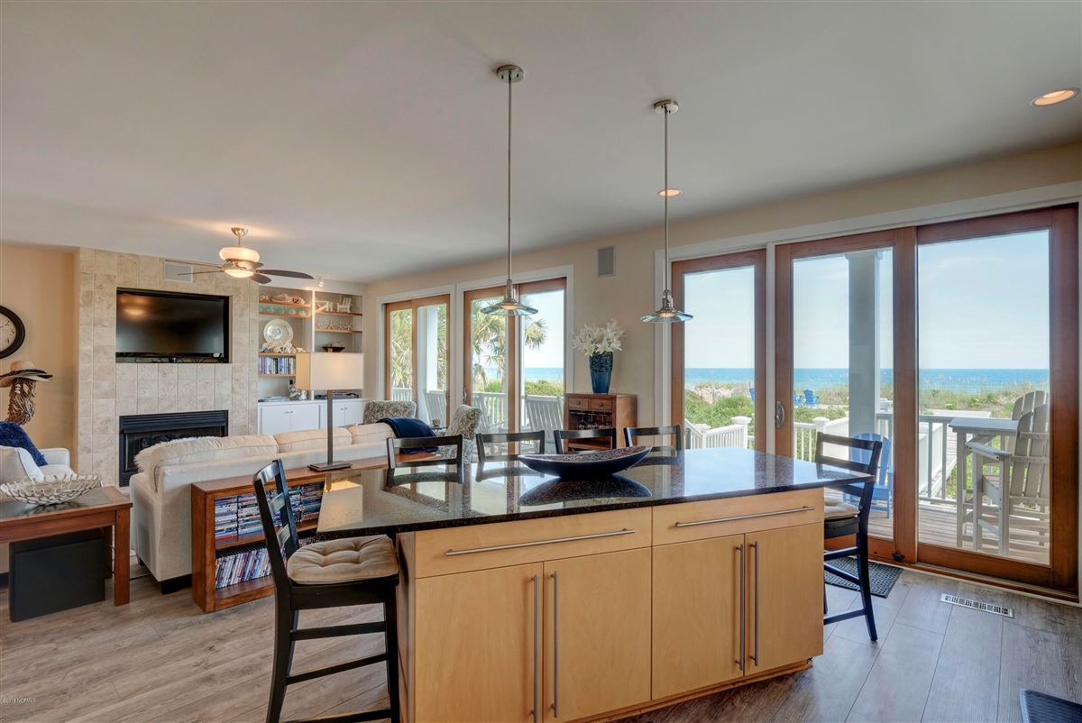 Luxury homes in beautiful luxury, oceanfront condo