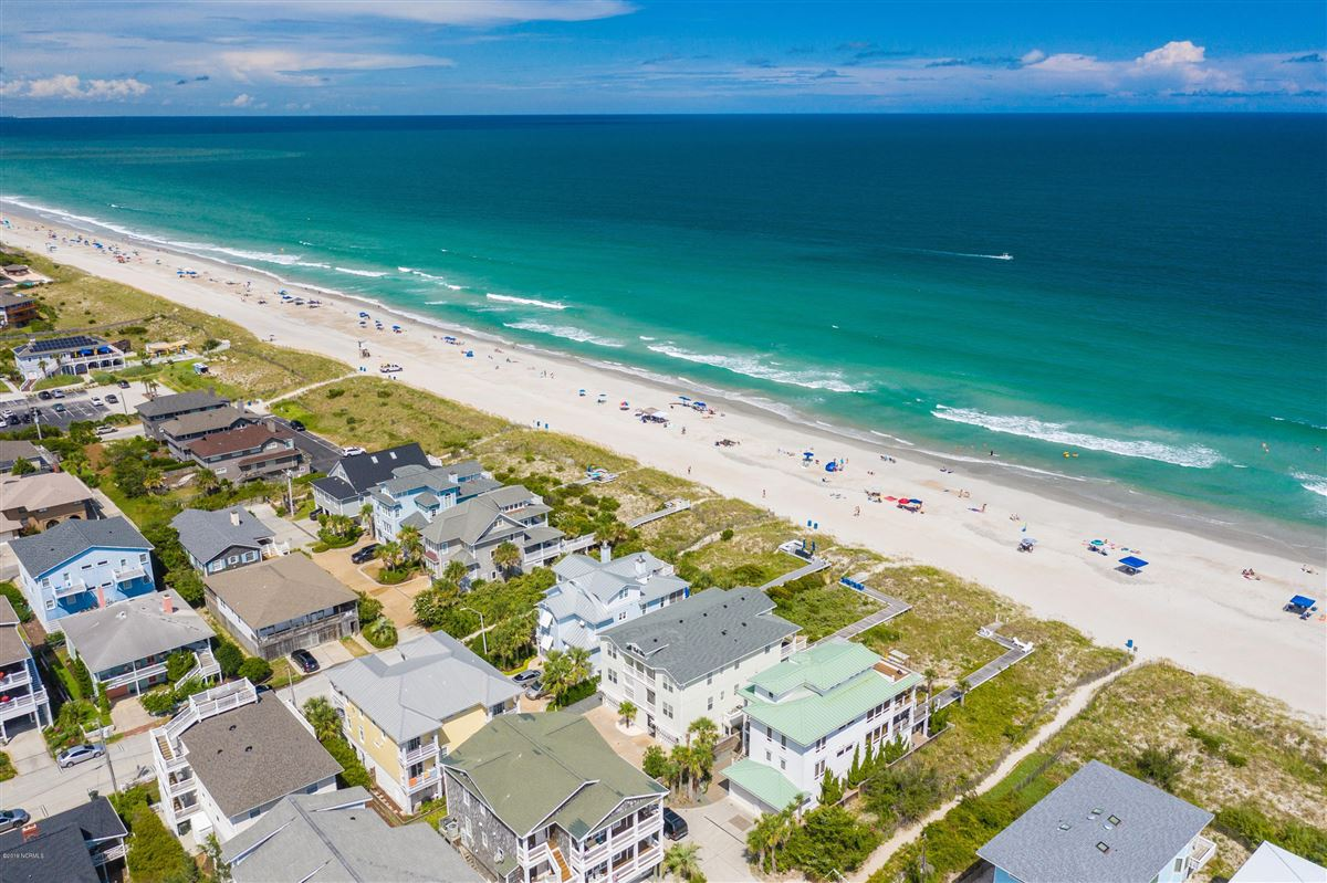 Mansions in beautiful luxury, oceanfront condo
