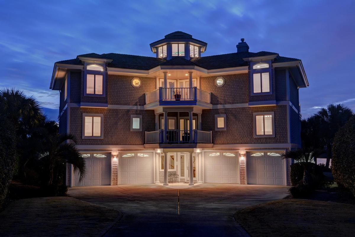 Incredible Waterfront Home On Figure Eight Island North