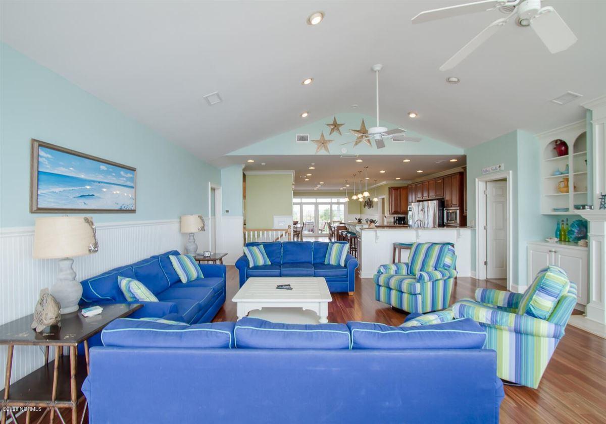 Luxury properties SPECTACULAR OCEAN FRONT HOME