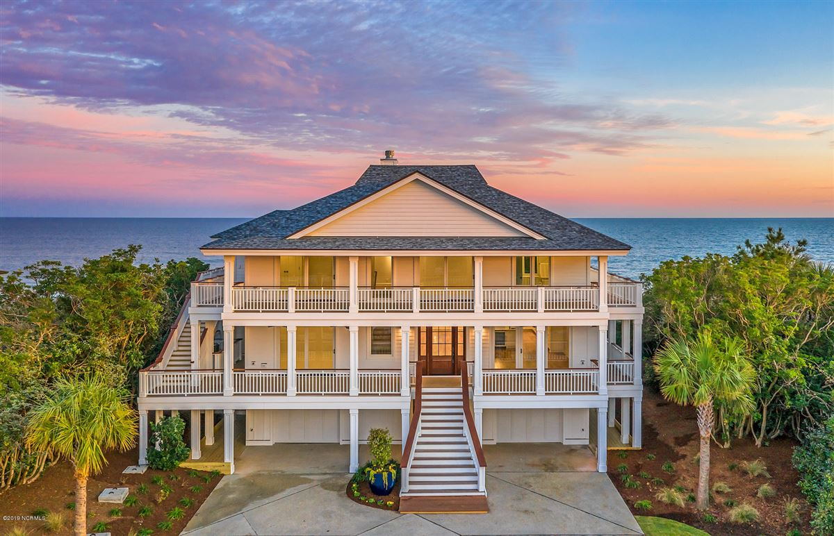 Mansions in revered oceanfront home