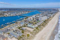 Luxury homes in incredible oceanfront lot with many possibilities