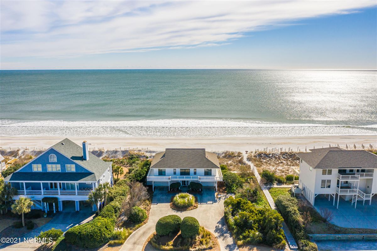 Mansions well-kept four bedroom oceanfront home