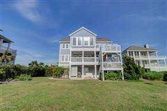 Luxury homes center island location