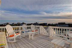 Luxury properties center island location