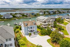 Mansions in center island location