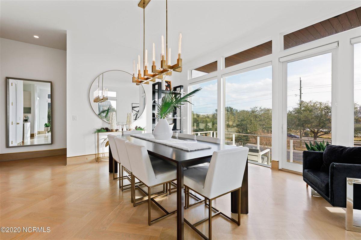 Luxury properties contemporary deep waterway home