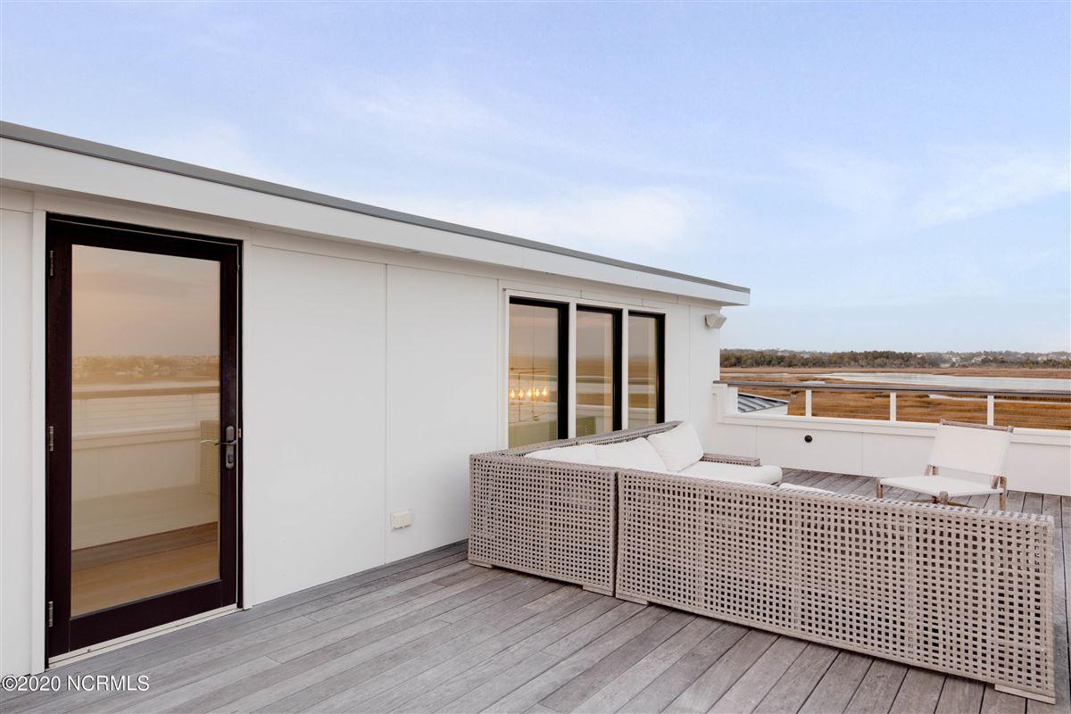 Luxury homes contemporary deep waterway home