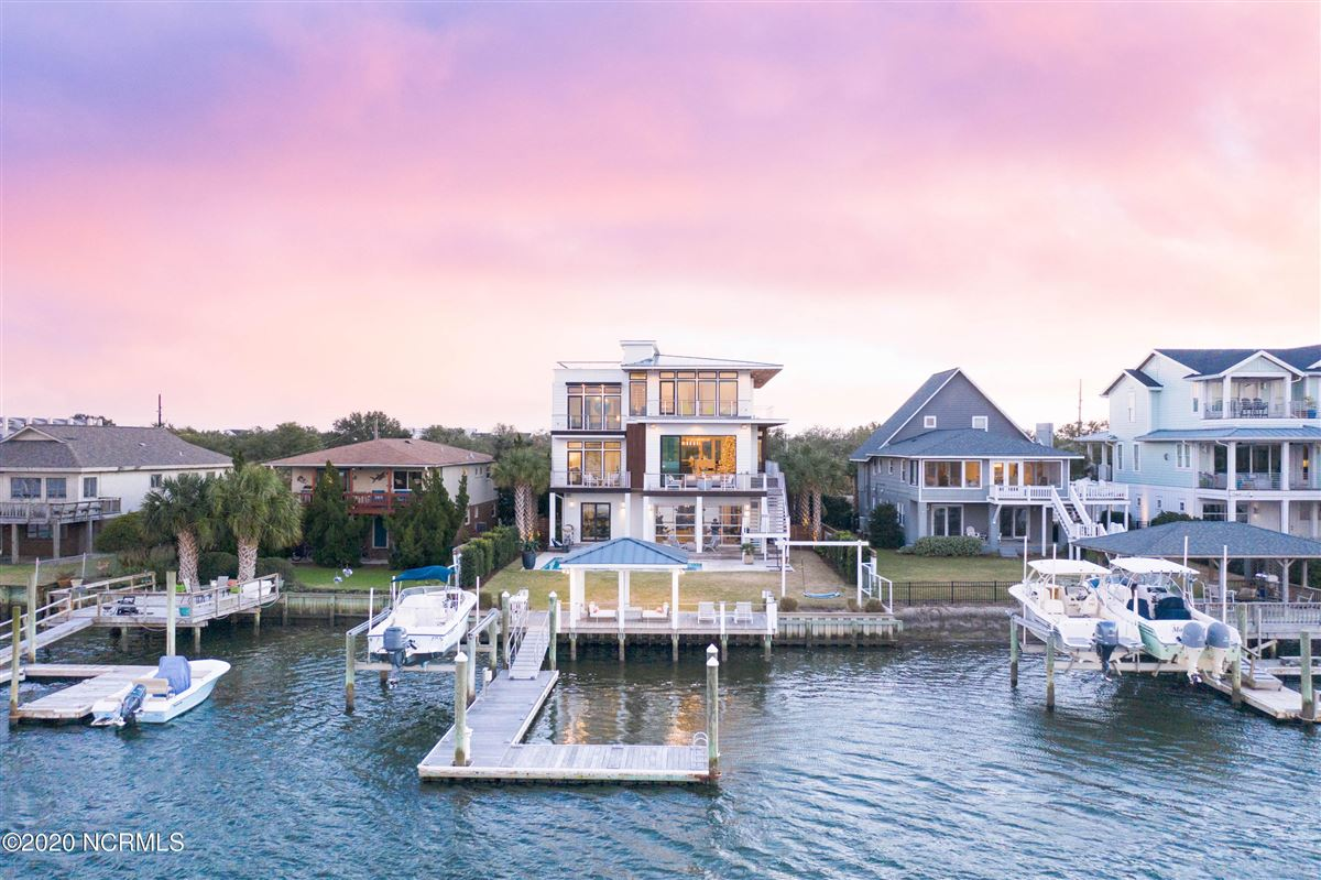 Mansions contemporary deep waterway home