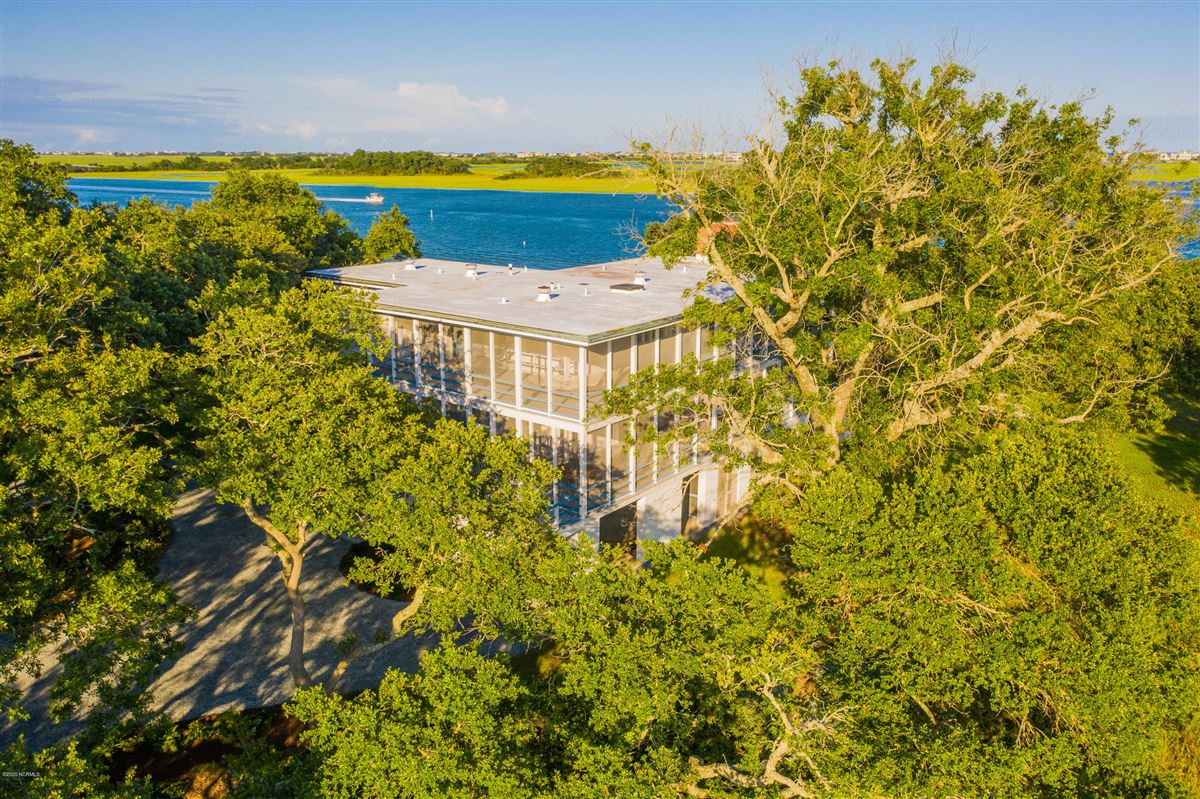 Luxury homes in Duck Point - ultimate summer retreat