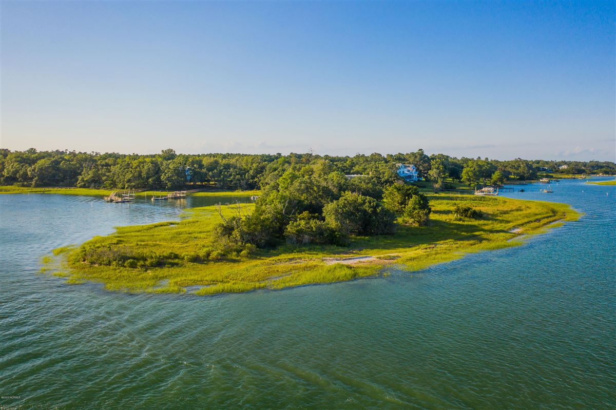 Luxury real estate Duck Point - ultimate summer retreat