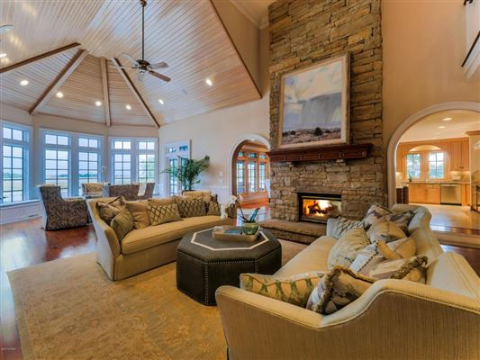 Luxury real estate Incredible Custom House Features a Private Pool